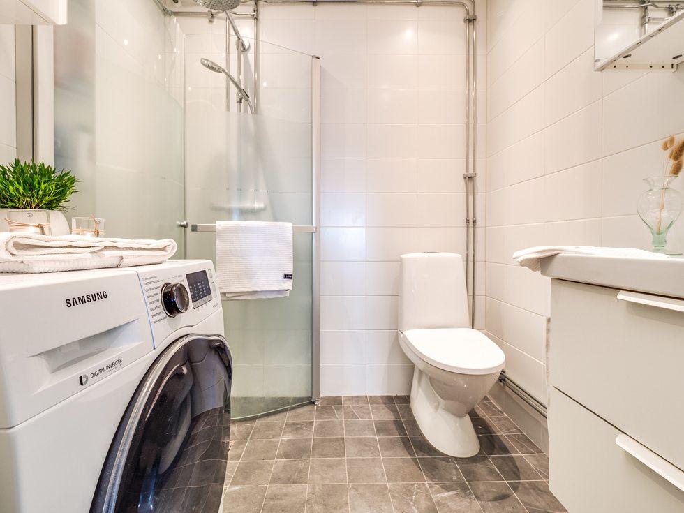 Totalrenoverat med bl. a. tvättmaskin och golvvärme...