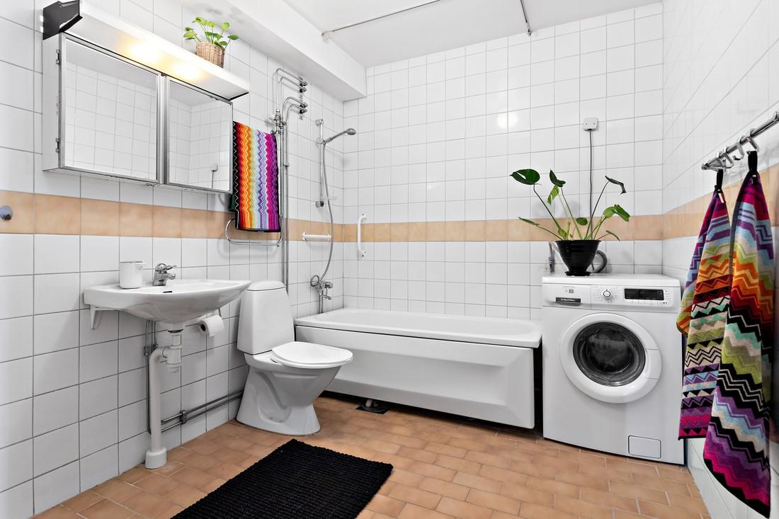 Två badrum varav ett stort...