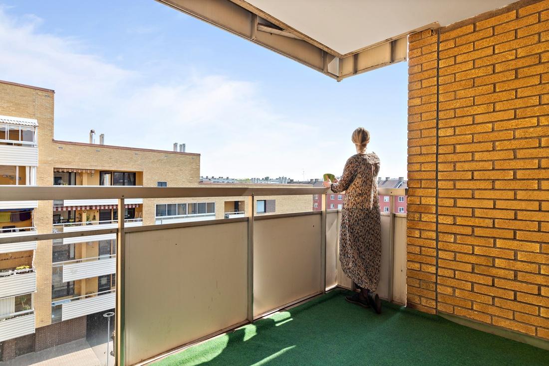 Stor balkong möjlig att glasa in...
