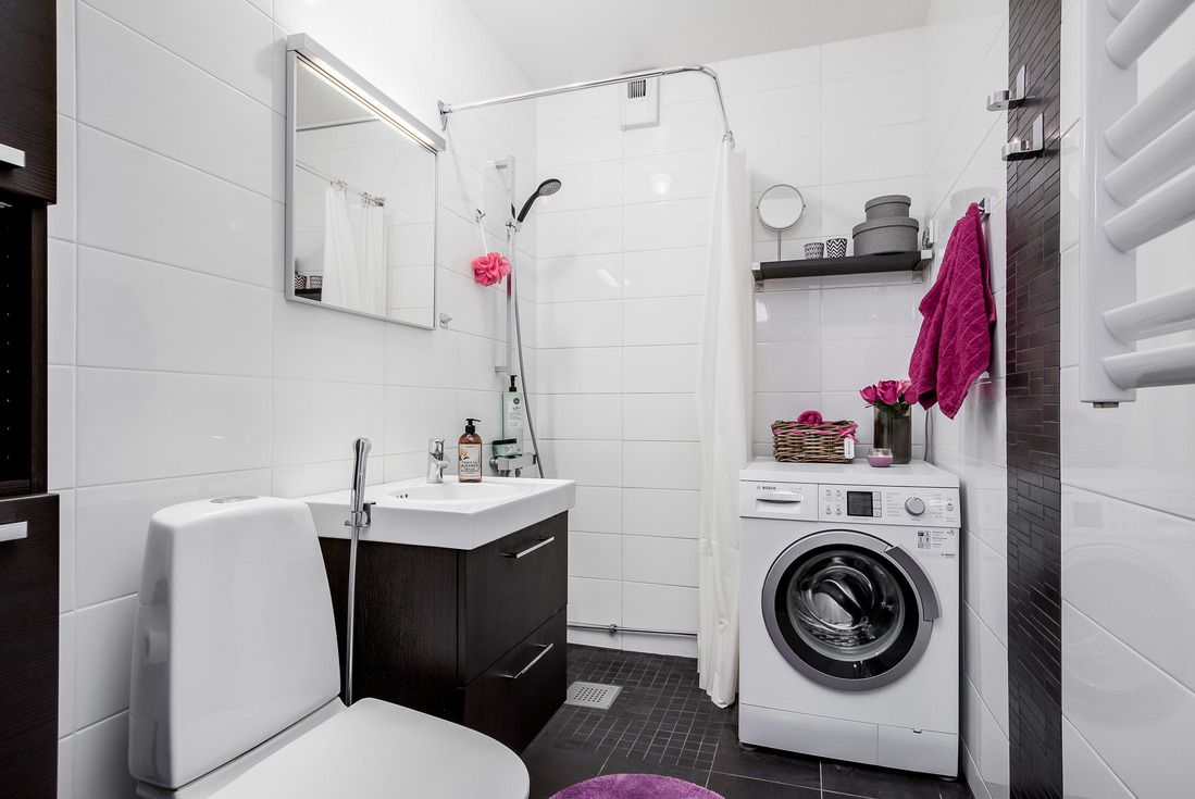Totalrenoverat duschrum med egen tvättmaskin.