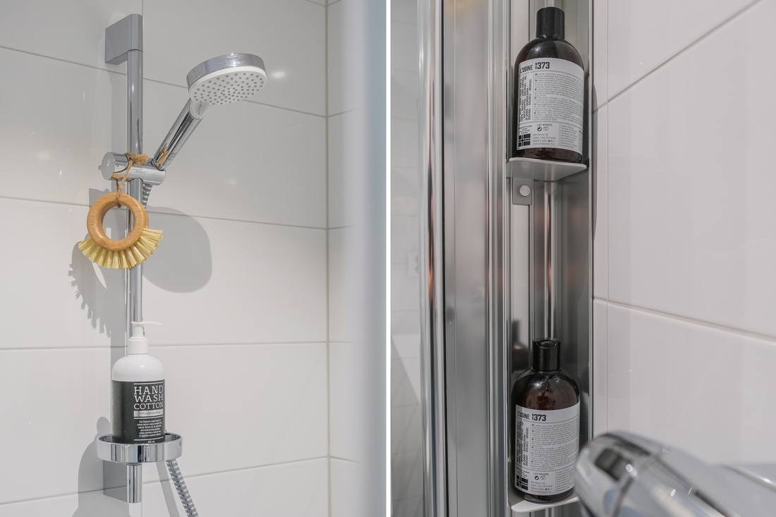 Fiffigt, infällda hyllplan i duschväggen...