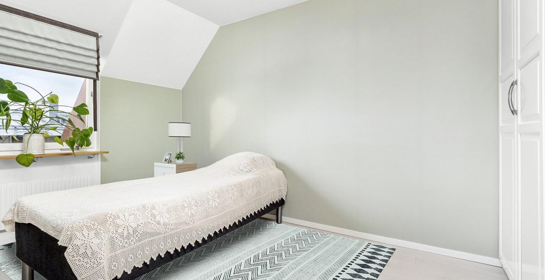 P1200234-bedroom