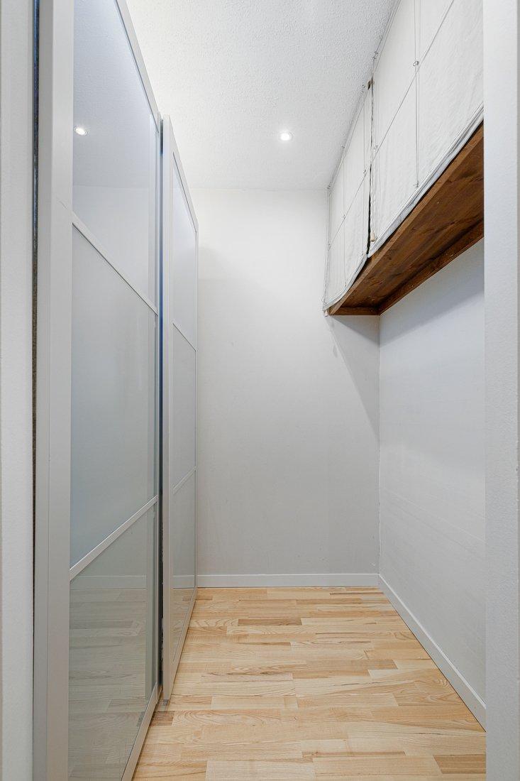 Walk in closeth...