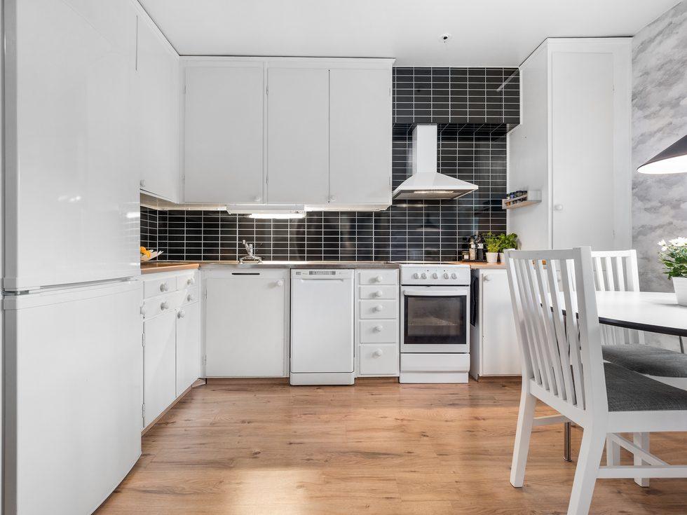 Rymligt kök utrustat med bland annat diskmaskin