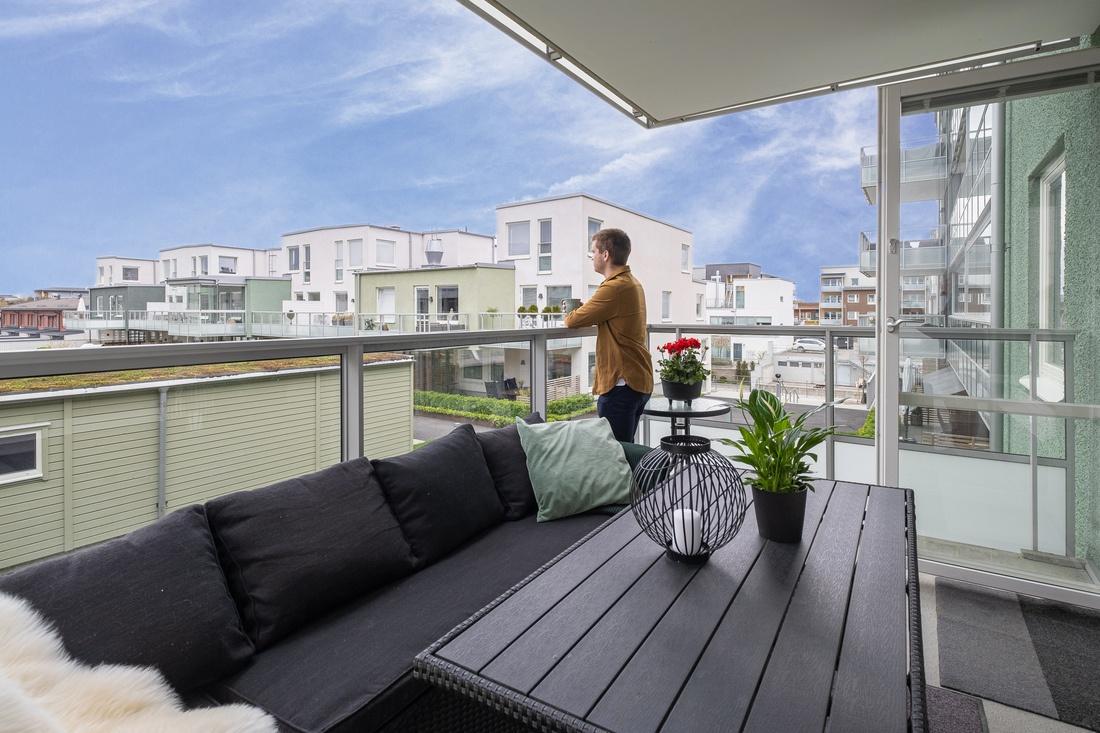 Stor balkong i sydvästläge